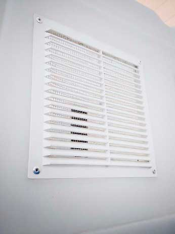 Вентиляционная решетка с антимоскитной сеткой