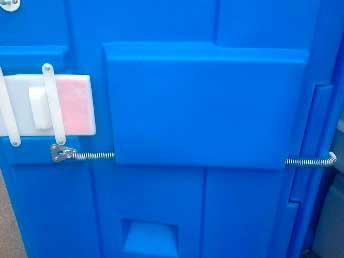 Дверная задвижка с индикацией и возвратной пружиной